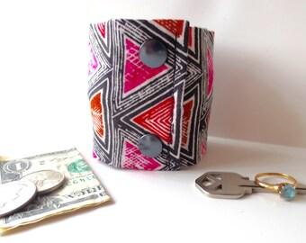 Secret Stash Money Wrist  Cuff  -PINK TRIANGLES-  NEW!- hide your cash, coins, key, jewels, health info in a secret inside zipper...