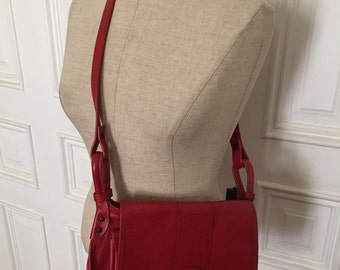 Vintage 1970s red leather structured purse