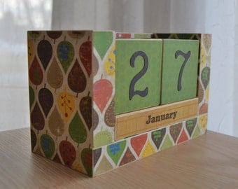 Perpetual Wooden Block Calendar - Fall Leaves Red and Orange and Brown