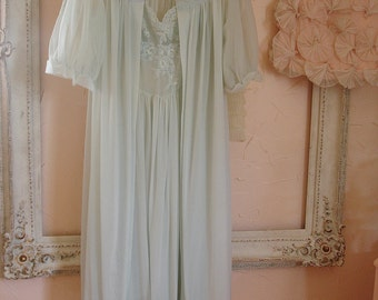 vintage peignoir VANITY FAIR subdued robins egg blue nylon gown and matching robe with lace fitted bodice size 34