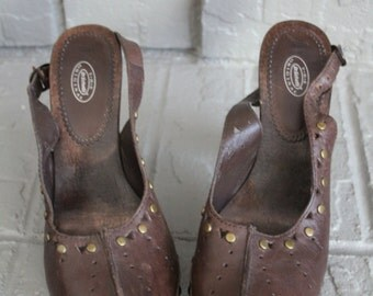 costume supply VINTAGE Dr Scholl's brand ladies leather and wood shoes