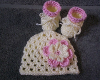 Baby Girl crochet hat with flower and booties. 0 - 3 months cream and pink