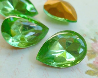 Four Czech Peridot Green Vintage 18x13mm Pear Rhinestone Jewels (26-6F-4)