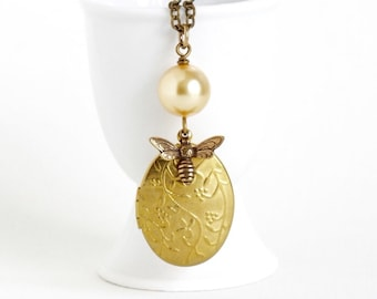 Honey Bee Pearl Locket Necklace - Gold Pearl With Honey Brass Bee - Vintage Locket - Vine Pattern Locket - Golden Oval Photo Locket