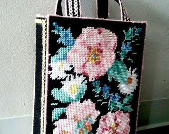 Vintage roses flowers needlepoint box purse 1980s large black pink yarn bag