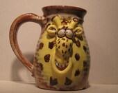 Happy Giraffe Mug  ............                     e853