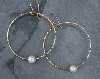 White Pearl Hoop Earrings 14k gold fill, Freshwater Pearls, Hammered Hoops, Circle Dangle Earrings, Pearl Earrings, 14 Karat Gold Filled