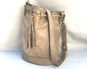 Large leather bucket bag No. 012 in ecru