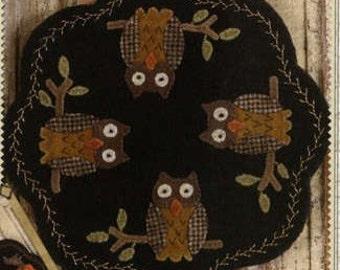 Primitive Folk Art Wool Applique Pattern - Folkart Penny Mats thru the Year - AUGUST Owls