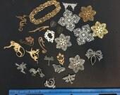 DESTASH 25 pieces metal emblems, pendants, components