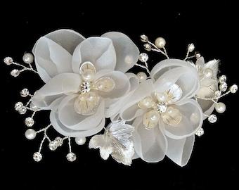 Flower Hair Clip, White Bridal Clip, Wedding Headpiece, Bridesmaid Hairpiece, Off White Hair Clip, Wedding Accessory, Hair Accessory