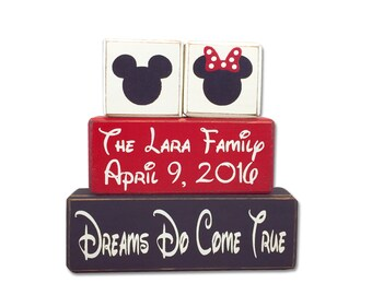 Personalized family sign - Minnie and Mickey Mouse - Family Signs - custom