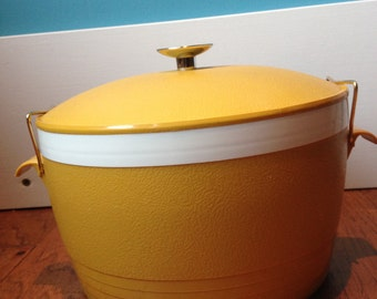Vintage Thermoware Mustard Yellow Serving Bowl with locking lid