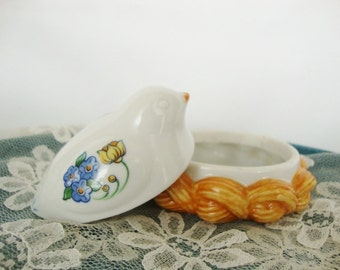 vintage bird on nest trinket box Elizabeth Arden roma al fresco ring box