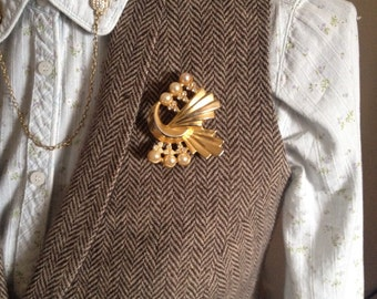vintage gold brooch