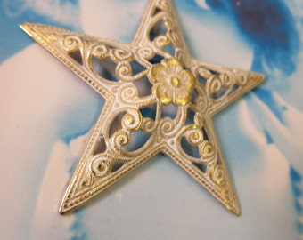 Gold Plated Brass Filigree Star Stamping with a Shabby White Wash Patina 128WHT x1