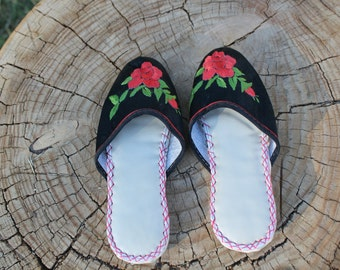 Vintage Chinese Slipper Shoes