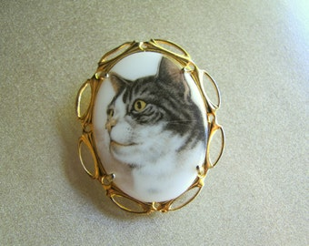 Tabby Cat Cameo Brooch