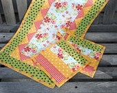 Quilted Table Runner and Pot Holder Set, Prairie Flower Tablerunner, Summer Table Runner