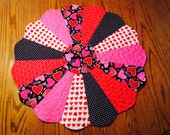 Valentine Table Topper, Dresden Plate Table Topper, Valentine Table Runner, Quilted Table Topper