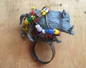 Bague animal / / Tribal bijoux / / anneau de déclaration / / PHACOCHÈRE / / portable Art / / Funky / / pierres d'Agate naturelle / / bijou / / Burning Man