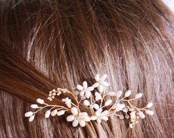 Delicate Gold Flower and Rhinestone Bridal, Wedding Hair Comb, Hair Jewelry