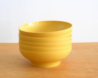 Vintage Tupperware Bowls • 1970 Harvest Gold Soup Cereal Salad Bowls • Set of 6 Plastic Bowls