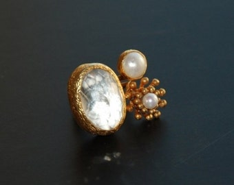30% Fall Sale Clear White Quartz and Pearl Ring with a Flower