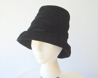 Edwardian style vintage 50s black cinched velvet, tall crown hat with a ruffled brim down. Macy's. Size 22