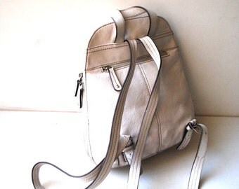 Classy vintage 90s white genuine leather backpack. Made by Tignanello.