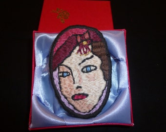 Brooch Embroidered Lady (344)