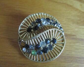 loop abstact brooch