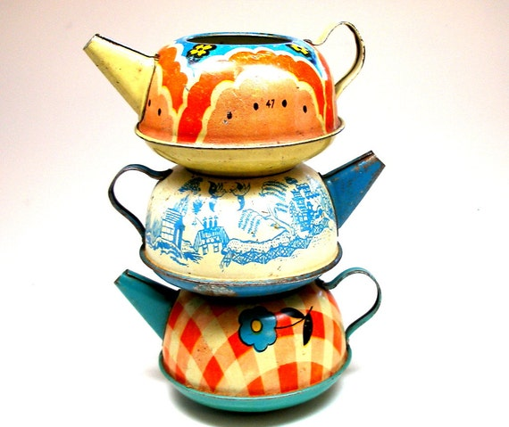 Tin litho Toy Tea Pots, Set of 3 vintage tin in red, white & blue, Instant Collection of Ohio Art.