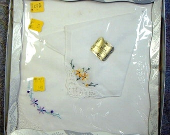 VINTAGE LADIES GIFT Set Two Hankies Embroidered Lace Mint In Box