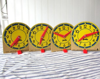 4 vintage toy clock teaching clock learn to tell time Judy Instructo mini-clocks Classroom Home School G2