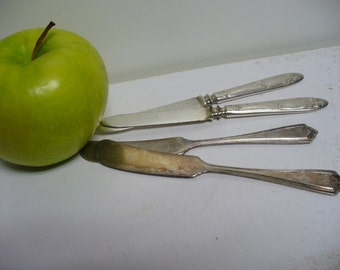 4 Vintage Silverplate Rogers Butter Knives