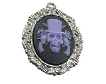 Gothic Cameo Pendant with 40x30mm Guns and Roses Skull and Gunmetal Setting - PURPLE on BLACK