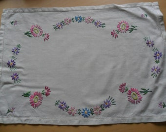 Vintage Daisy Embroidered Tray Cloth