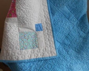 Homemade Quilt, Lap Quilt, Pastel, Handmade quilt, White quilt, Old fashioned, Flannel, Lap Robe, Large throw, Blue quilt, throw, summer