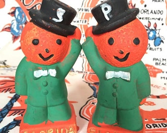 Vintage Florida chalk ware oranges salt and pepper shakers top hats souvenir 1950s Floridiana kitsch