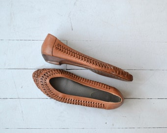 Chevron Weave skimmers | vintage tooled leather flats | 1980s flats shoes 6.5