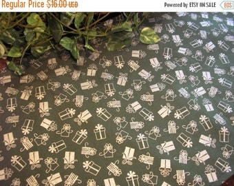 July Sale Christmas Table Runner Presents Gifts Silver Metallic Green Padded
