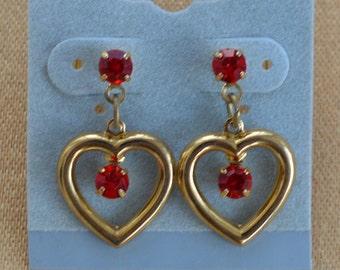 Pretty Vintage Red Rhinestone Dangle Heart Pierced Earrings, Gold tone (O7)