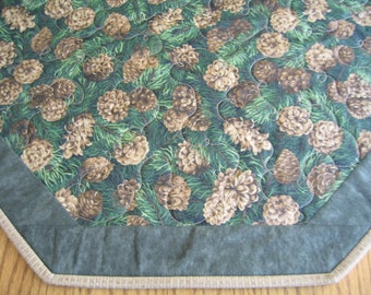 "Quilted Octagon Mat in a Pinecone on Green Pattern - 22"" diameter"