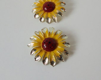 Large  Gold tone SUNFLOWER Lucite Clip on Earrings.