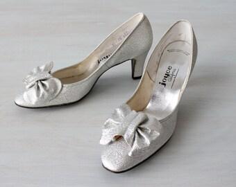 Vintage 1960s Silver Lame Pumps Highheel Shoes / Silver Shoes / Silver Heels / 60s Mod Shoes / Joyce of California / Size 7.5