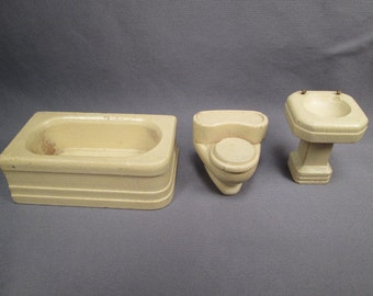 "Strombecker Wooden Dollhouse Furniture Three Piece Bathroom in Ivory - 3/4"" Scale"