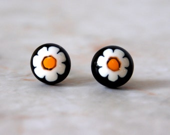 Daisy Post Earrings, Black Floral Earring, Glass Post Earrings