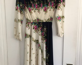 Vintage 70s dress with flowers and pleated bodice