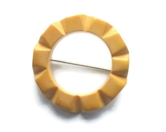 Carved Bakelite Butterscotch Circle Pin, Vintage Yellow Art Deco-Styled Bakelite Brooch